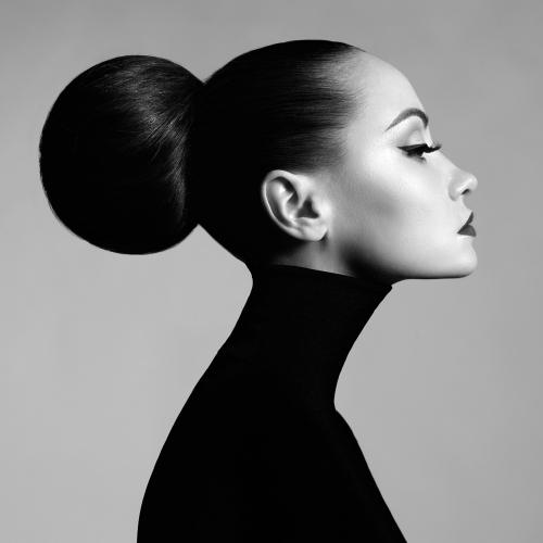 img-blog-Black and white fashion art studio portrait of beautiful elegant woman